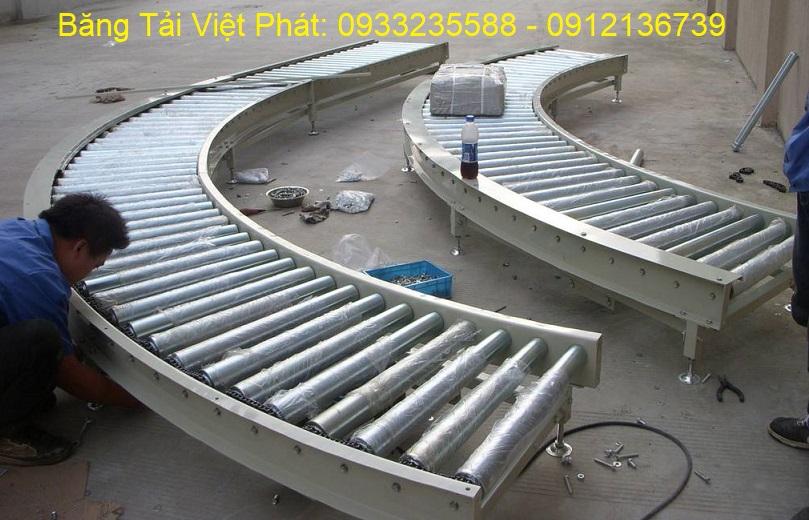 băng tải con lăn chạy cong do Việt Phát thiết kế sản xuất