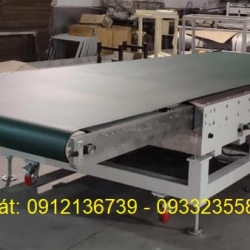 Large PVC conveyor for loading plywood